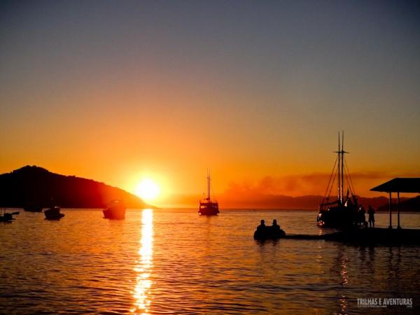 Pôr-do-sol espetacular visto da Orla Bardot, em Búzios
