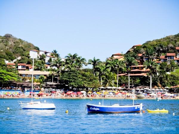 O passeio de barco passa por várias praias e ilhas de Búzios