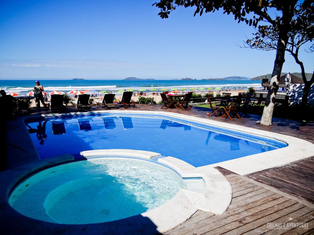 Piscina e hidromassagem aquecida na Pousada Maravista, Praia de Geribá, em Búzios – RJ