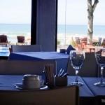 Restaurante climatizado com vista para a Praia de Geribá