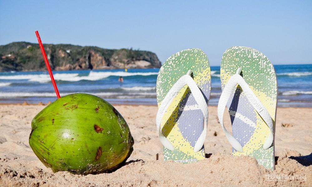 Praia, havaianas e água de coco. Isso é Brasil!