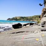 """2º Passo - Caminhar pela trilha dos """"tijolos douradas"""" do lado direito da praia"""