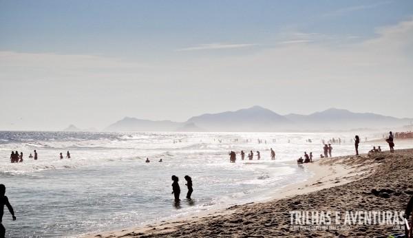 Curta a tranquilidade da praia da Barra da Tijuca antes e depois da virada do ano