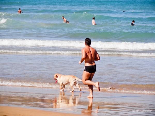A Praia de Geribá reúne esportes de areia e mar e é perfeita para todos