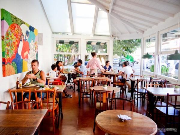 Área das mesas no restaurante Salsa Tempero e Arte