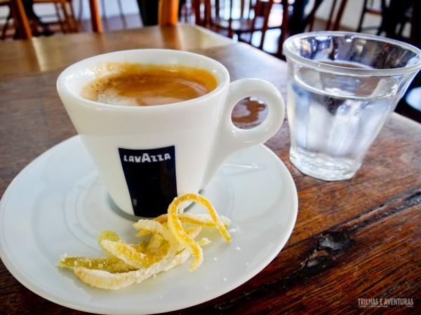 E pra finalizar, um café com raspas de laranja