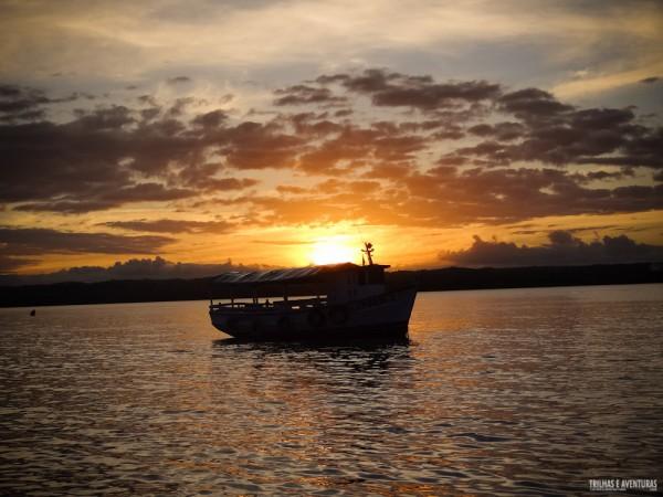 Pôr-do-sol no Rio do Inferno durante o passeio da volta a ilha