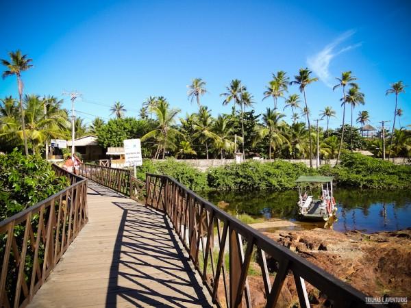 A ponte é o caminho mais prático para chegar na praia de Imbassaí