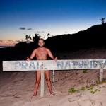 É preciso provar que eu estive na praia de nudismo de Massarandupió... mas com tarja, é claro