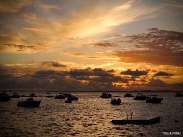 Lindo pôr-do-sol na Baía de Todos os Santos, em Salvador