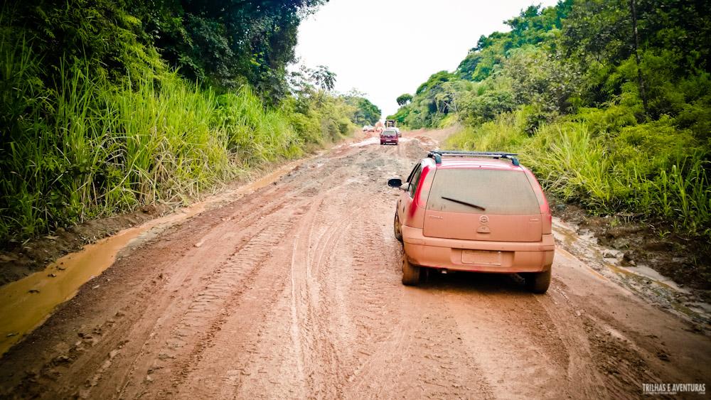 Muita lama na estrada de Barra Grande