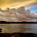 Céu com mistura de cores em um belo pôr-do-sol em Itacaré