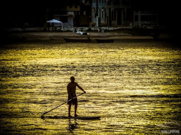Fim de tarde dourado remando na Ponta do Xaréu
