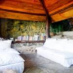 Área de leitura e biblioteca viajante