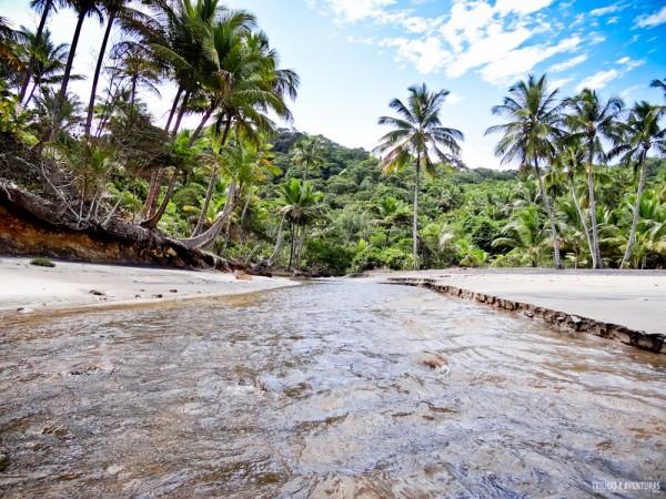 Rio que desemboca na Praia da Engenhoca em Itacaré
