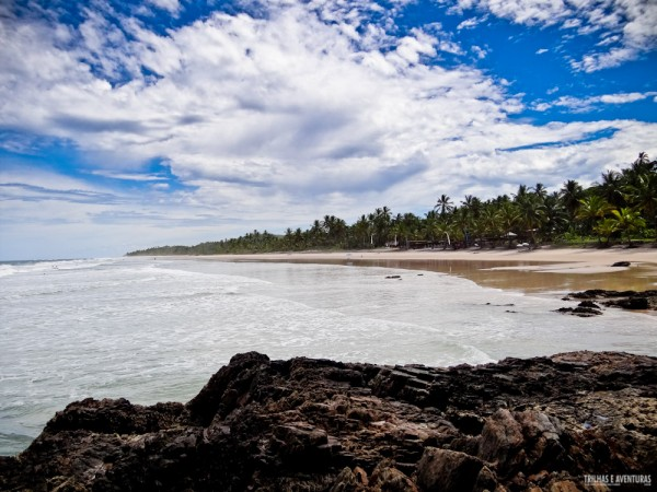 Vista do canto esquerdo da Praia de Itacarezinho