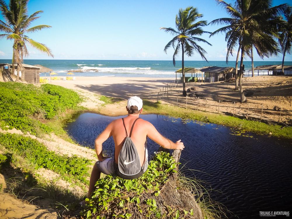 Apreciando a vista da lagoa e mar na Praia de Santo Antônio