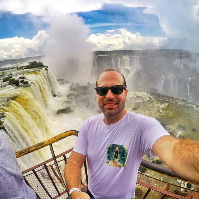 Feliz da vida nas Cataratas do Iguaçu, em Foz do Iguaçu