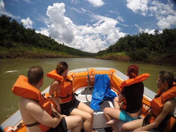 Macuco Safari, a dica é ir bem na frente para ter mais emoção nas Cataratas do Iguacu
