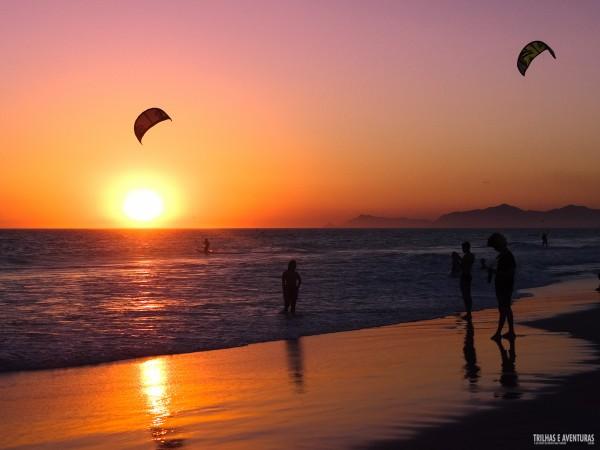 Por-do-sol espetacular na Praia do Pepê, na Barra da Tijuca