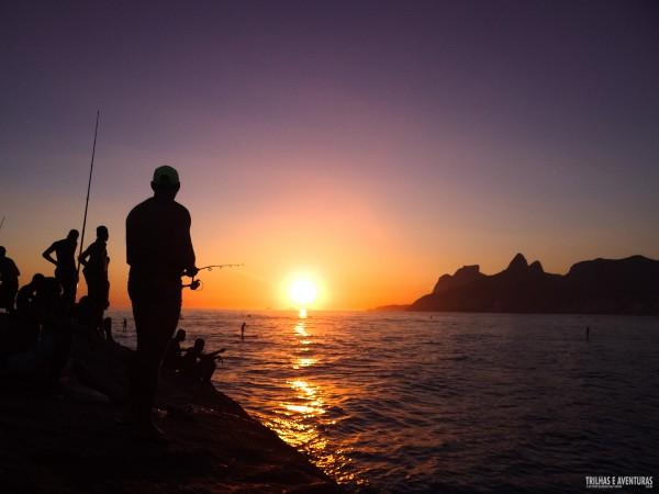 Pôr-do-sol visto da Pedra do Arpoador no Rio de Janeiro