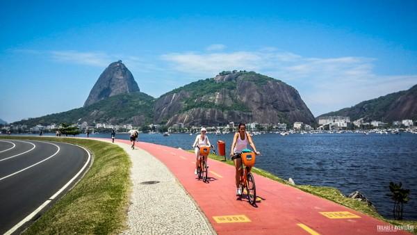 Ciclovia na Praia de Botafogo com vista para o Pão de Açúcar