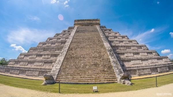 Pirâmide de Kukulcán em Chichén Itza - México