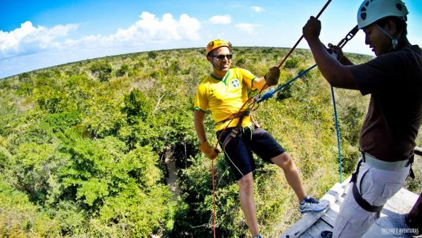 Rapel no campo de aventuras em plena selva maia