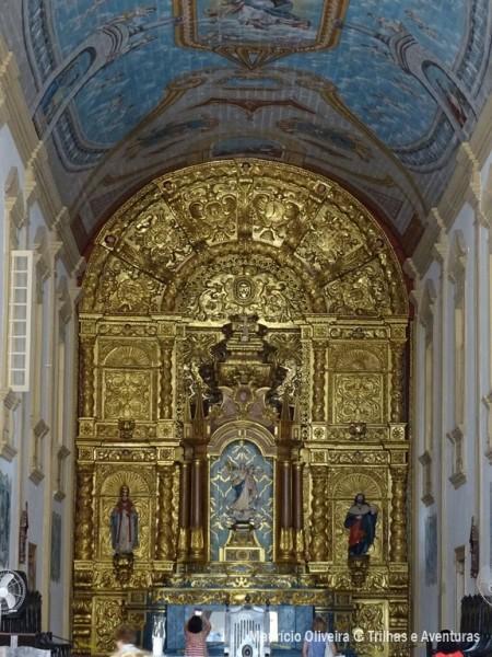 Altar-mor talhado em ouro por índios na Igreja da Sé em São Luís do Maranhão