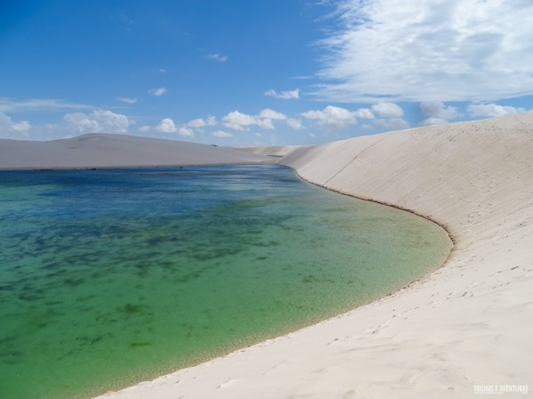 A incrível Lagoa Azul cercada por dunas nos Lençóis Maranhenses