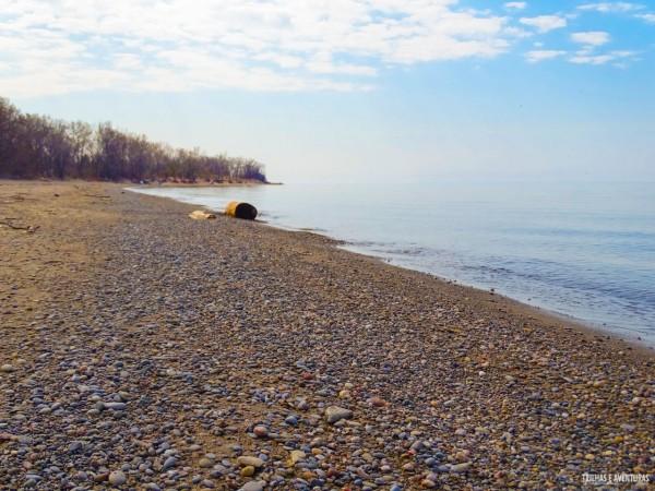 Pode parecer estranho, mas a Hanlan's Point Beach é toda de pedrinhas
