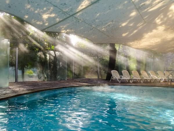 Essa luz natural nas piscinas das Termas Huife é incrível
