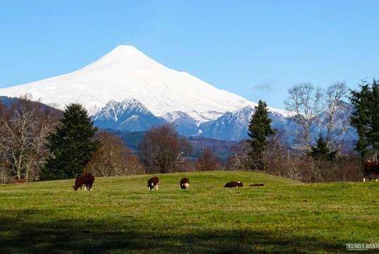 Vulcão Villarrica visto da estrada em Pucón
