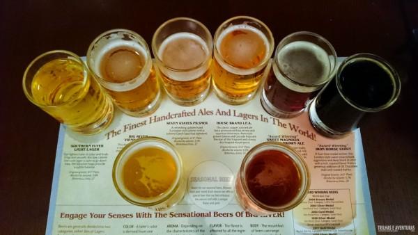 Que tal essa tábua de degustação de cervejas artesanais em Chattanooga?