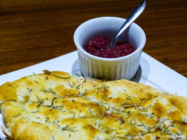 Focaccia Tradicional com pasta de azeitonas