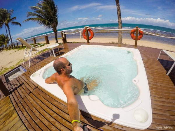 Relaxando na Jacuzzi de frente ao mar no Grand Mercure Summerville Resort em Porto de Galinhas