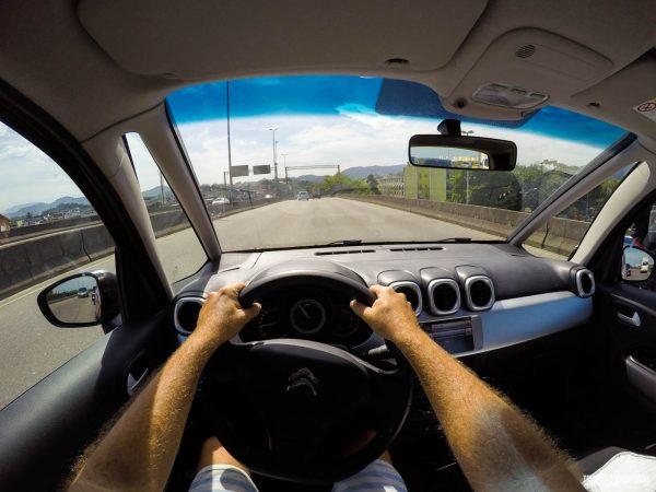 Vista do motorista com o para-brisa panorâmico do novo Citroen Aircross