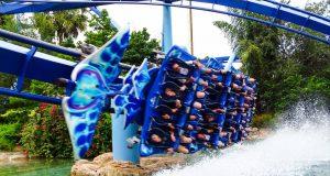 A Manta dá um show logo na entrada do SeaWorld
