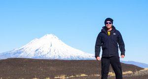 É possível caminhar por toda a base do vulcão em Corralco