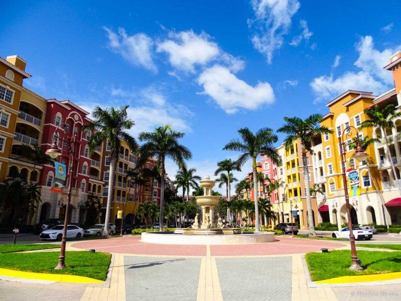 Centro de compras e lazer em Naples