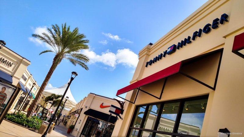 O Palm Beach Outlets fica entre Delray Beach e Miami, e é uma ótima parada para compras