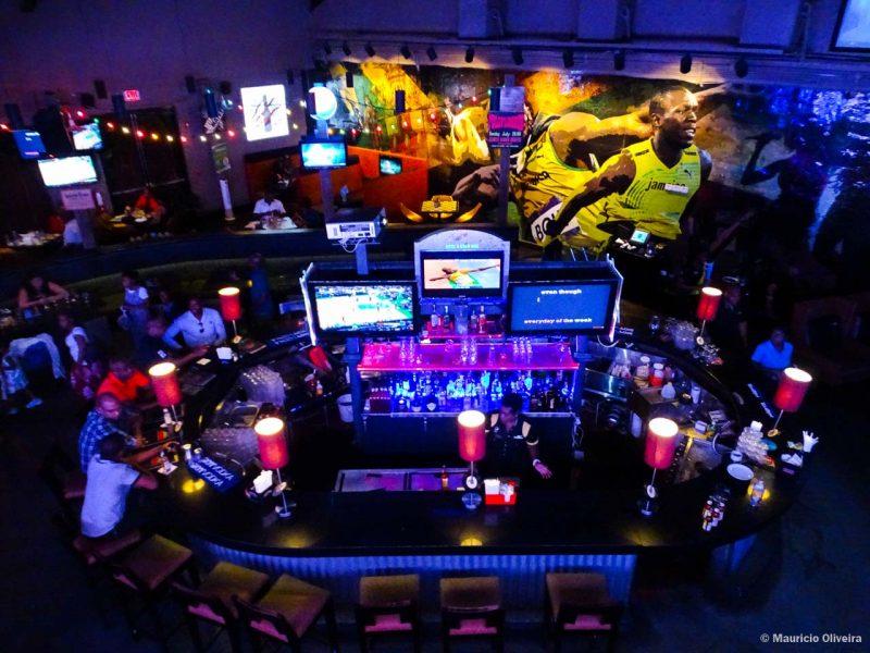 Tracks and Records - O restaurante do Bolt na Jamaica