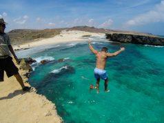 Pular de altos paredões é um dos programas favoritos dos locais em Aruba