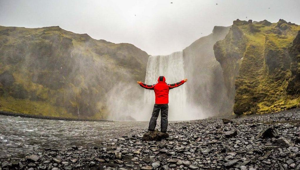 Skógafoss é uma das mais lindas cachoeiras da Islândia