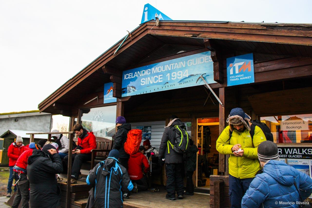 A Icelandic Mountain Guides faz todos os passeios no parque: trilhas, geleiras e cachoeiras