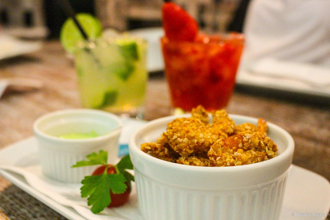 Camarões crocantes e caipirinhas do Restaurante Parador Garopaba