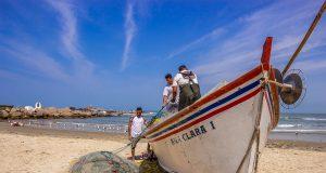 Pescadores na Praia do Cardoso, em Laguna - Rota da Baleia Franca