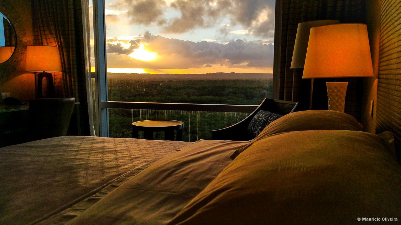 Cama com vista para o pôr-do-sol no Sheraton Reserva do Paiva, em Cabo de Santo Agostinho