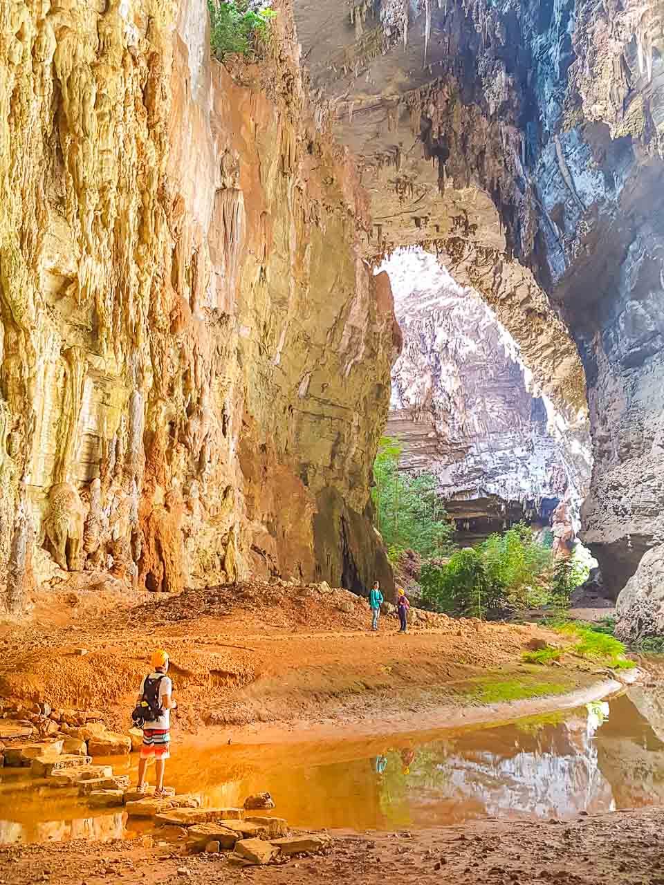 Toda a imensidão da Gruta do Janelão, no Parque Nacional Cavernas do Peruaçu. Foto do querido amigo Fábio Pastorello, do blog viagenscinematograficas.com.br