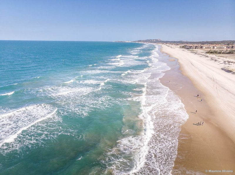 Praias incríveis esperam por você a poucos minutos de Fortaleza